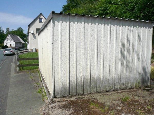 Stará montovaná garáž