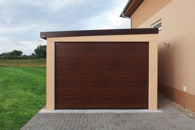 Dizajnová garáž pre jedno auto s omietkou
