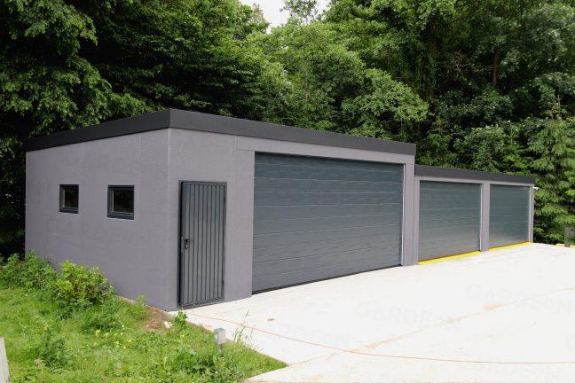 Atypická garáž na mieru v sivej farbe
