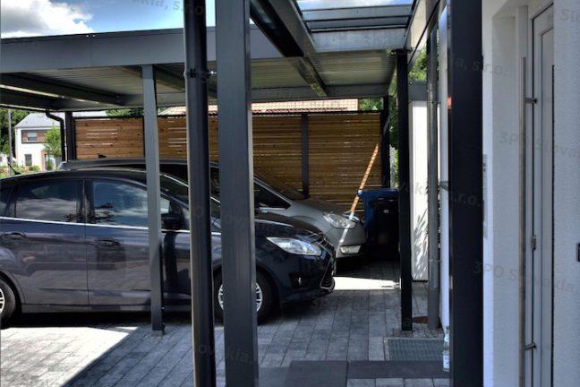 Prestrešenie vchodu s priehľadnou strechou