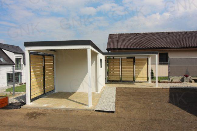 Montovaný záhradný domček s prístreškom na ľavej a prednej strane