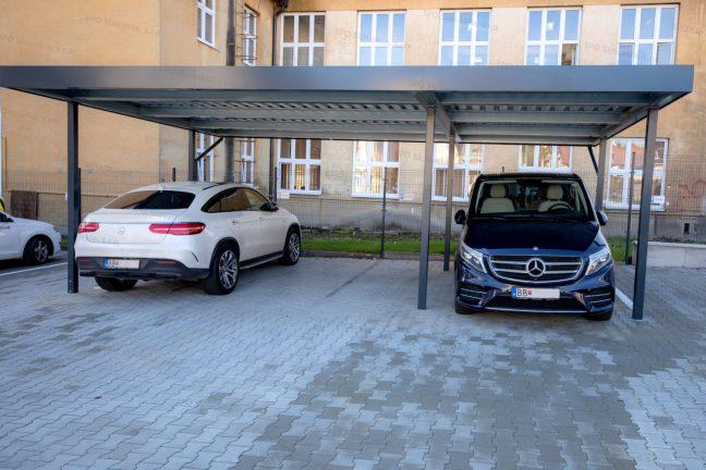 Prístrešok SIEBAU pre tri autá v antracitovej farbe