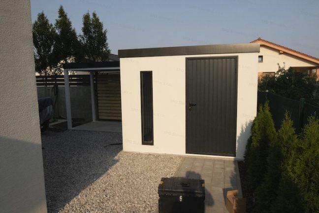 Montovaný záhradný domček GARDEON v bielej omietke so svetlíkom Slovaktual