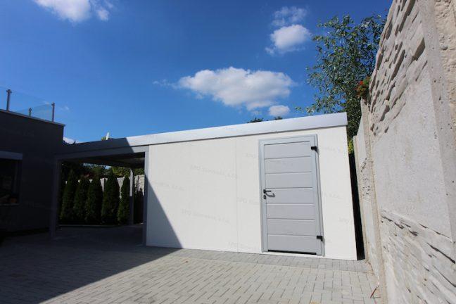Záhradný domček GARDEON v bielej omietke s dverami vo farbe biely hliník