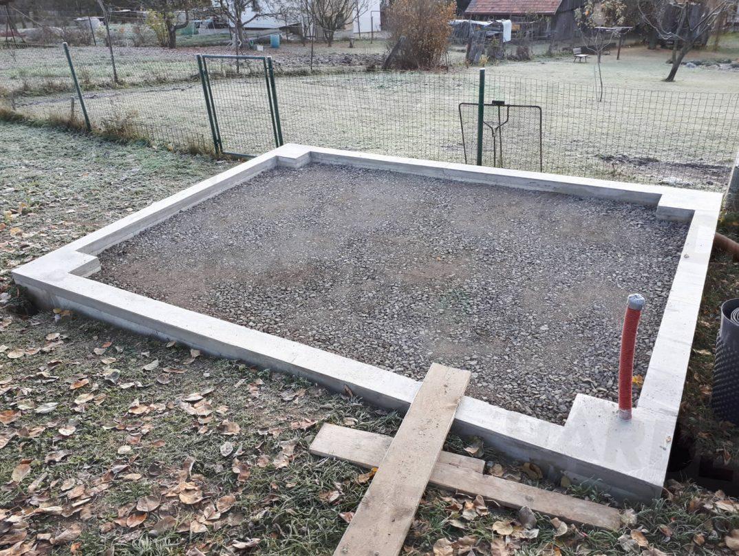 Obvodový múrik s betónovým vencom