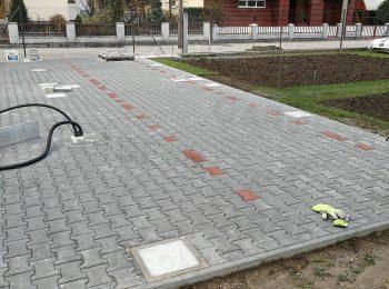 Zámková dlažba s betónovými pätkami