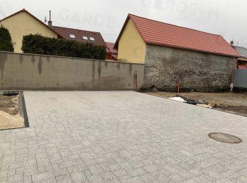 Betónové pätky pod zámkovou dlažbou