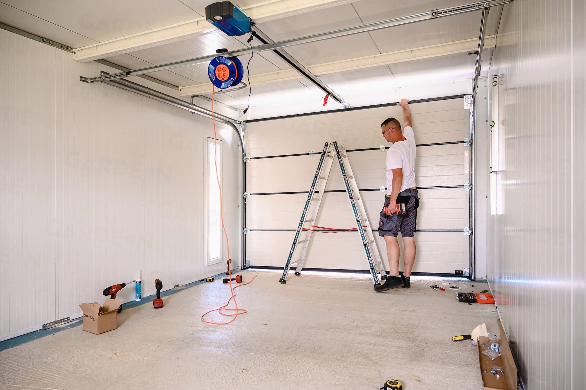 Vnútro izolovanej garáže