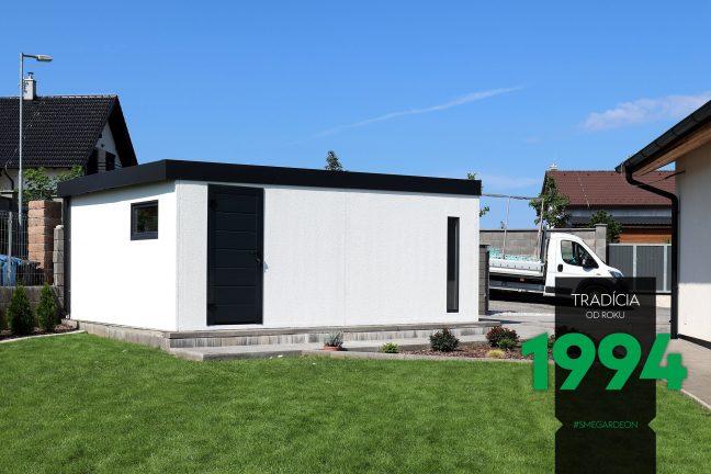 Záhradný domček z ľavej strany