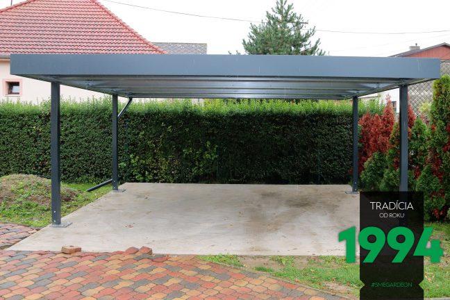 Prístrešok SIEBAU pre dve autá na záhrade