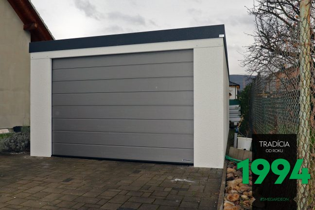 Atypická garáž s tmavou atikou