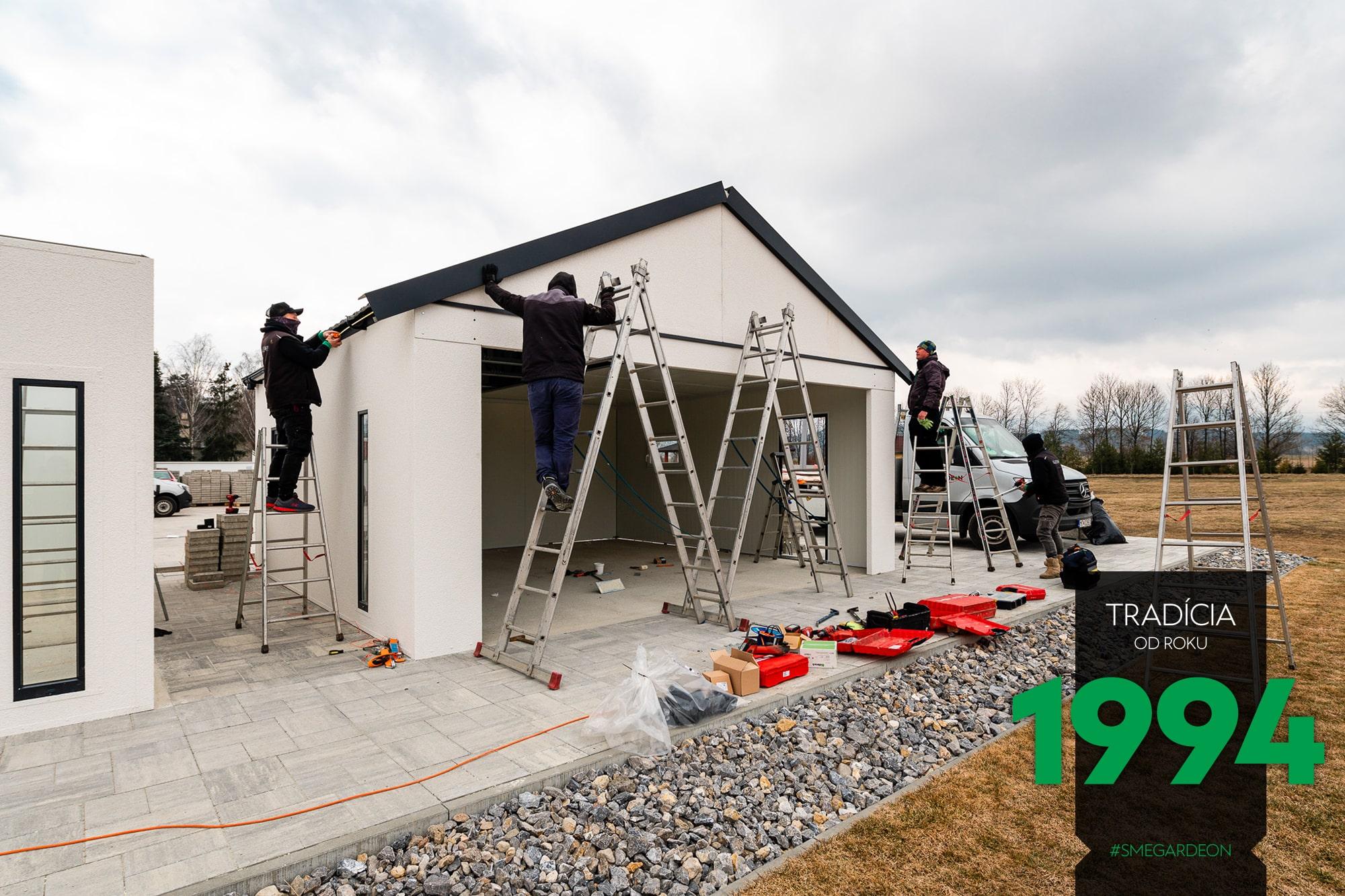 Montáž záhradného domčeka so sedlovou strechou