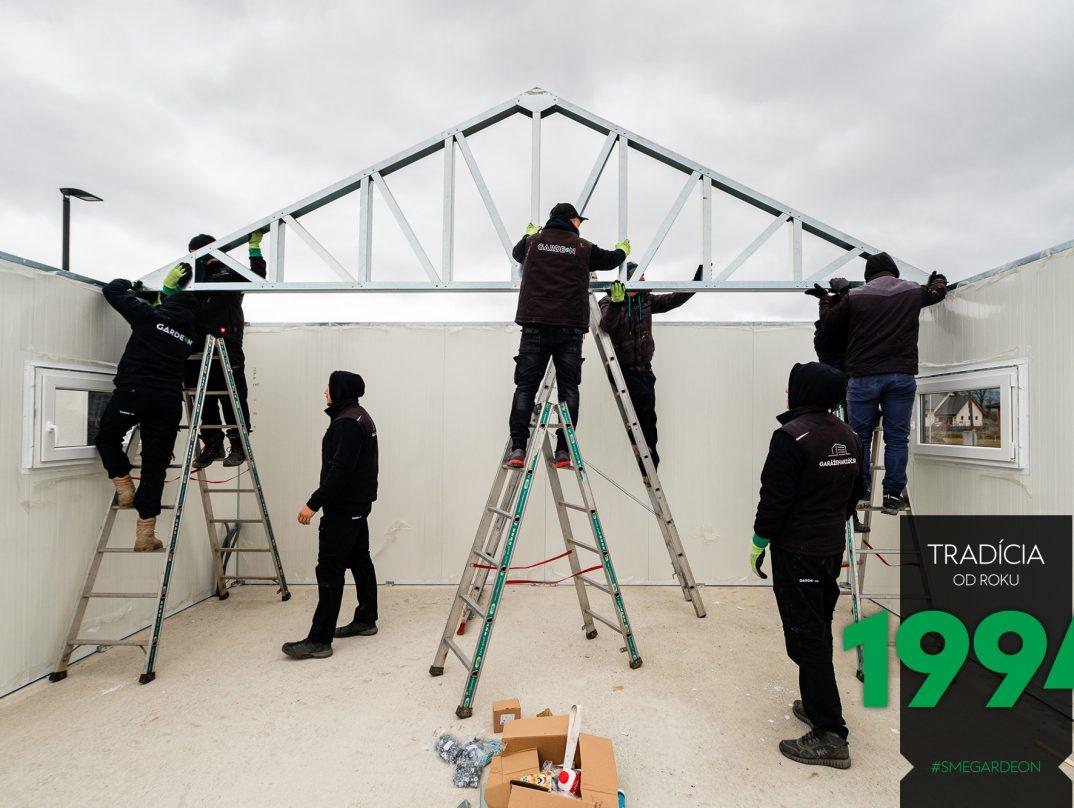 Nasadenie oceľovej konštrukcie sedlovej strechy