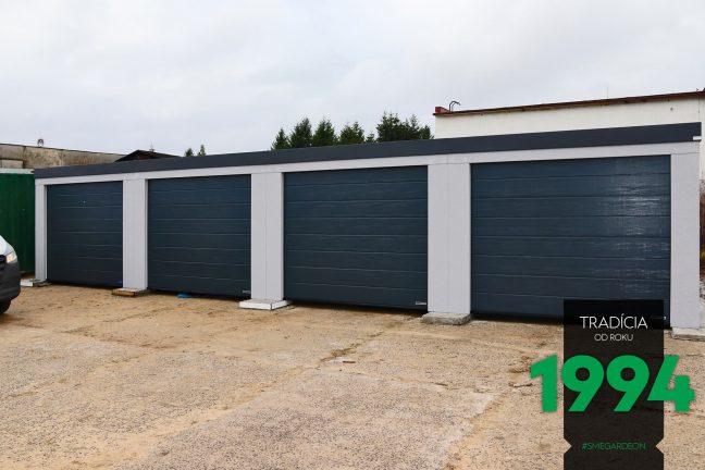 Radová garáž pre štyri autá v sivej omietke