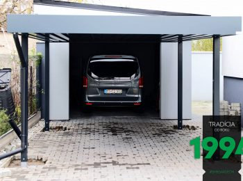 Auto zaparkované v garáži za prístreškom SIEBAU