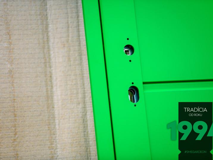 Zelené dveře GARDEON bez kliky a zámky
