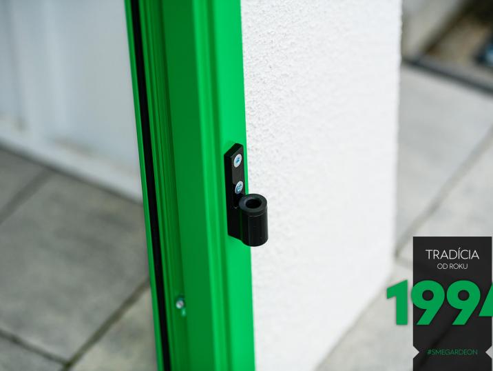 Detail na zelené dveře GARDEON